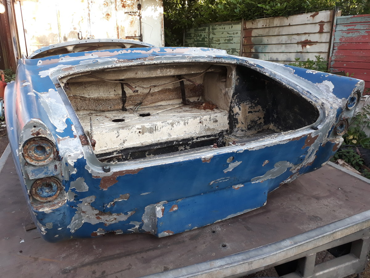 1962 Daimler dart sp250 bodyshell and chassis For Sale (picture 2 of 6)