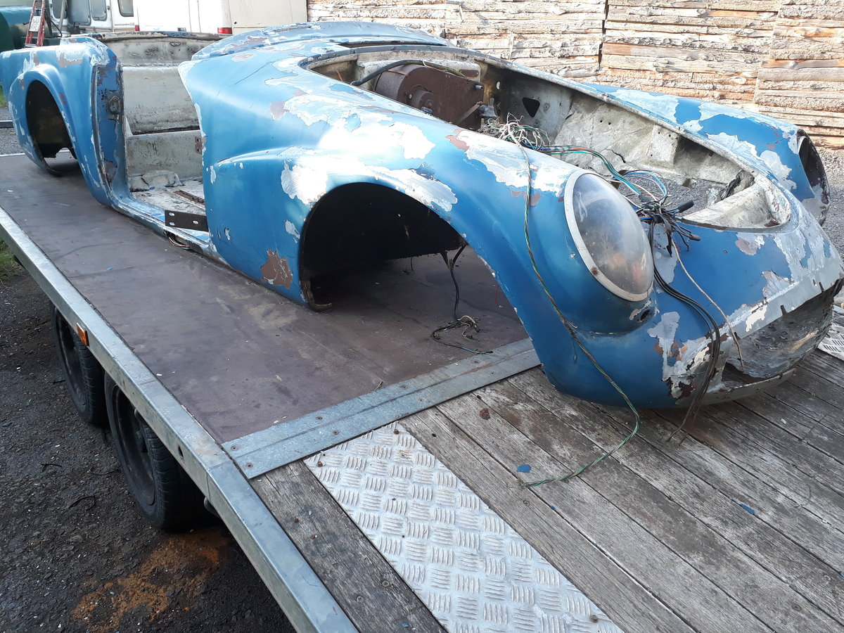 1962 Daimler dart sp250 bodyshell and chassis For Sale (picture 3 of 6)