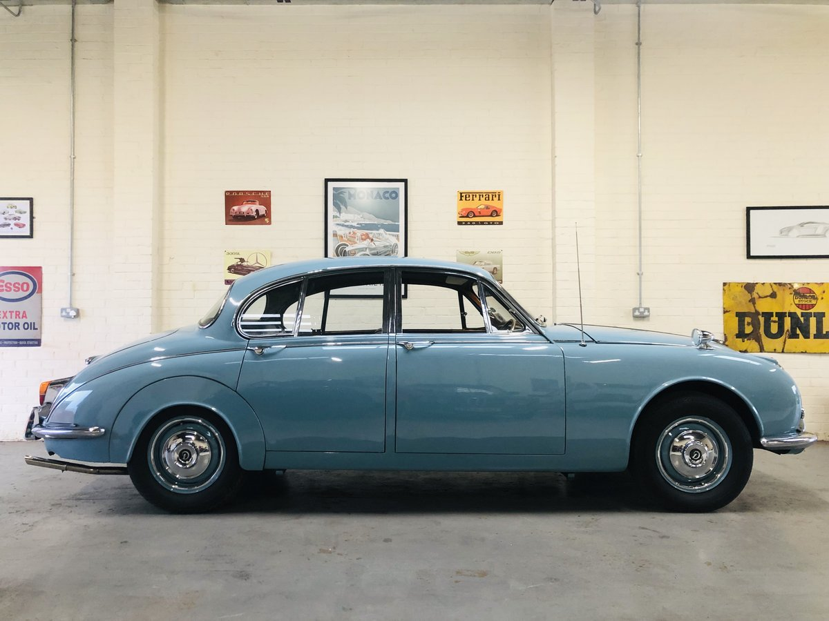 1969 Daimler 250 V8 Auto - absolutely stunning condition SOLD (picture 3 of 6)