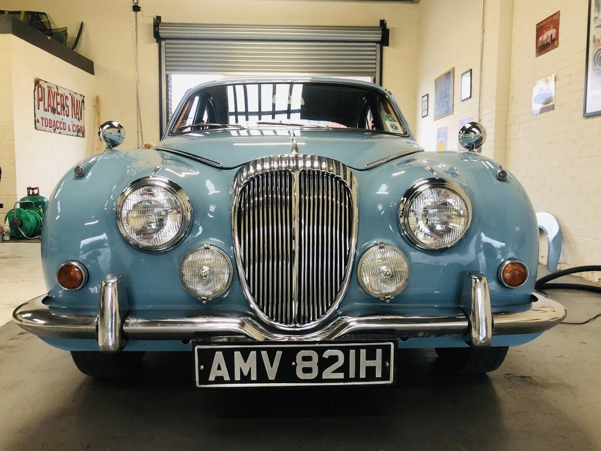 1969 Daimler 250 V8 Auto - absolutely stunning condition SOLD (picture 4 of 6)