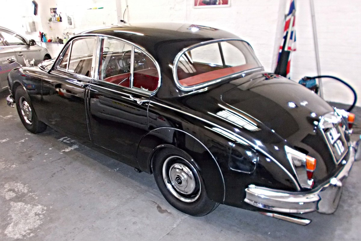 1964 Daimler V8 250 Saloon. Genuine low mileage car with FSH For Sale (picture 3 of 6)