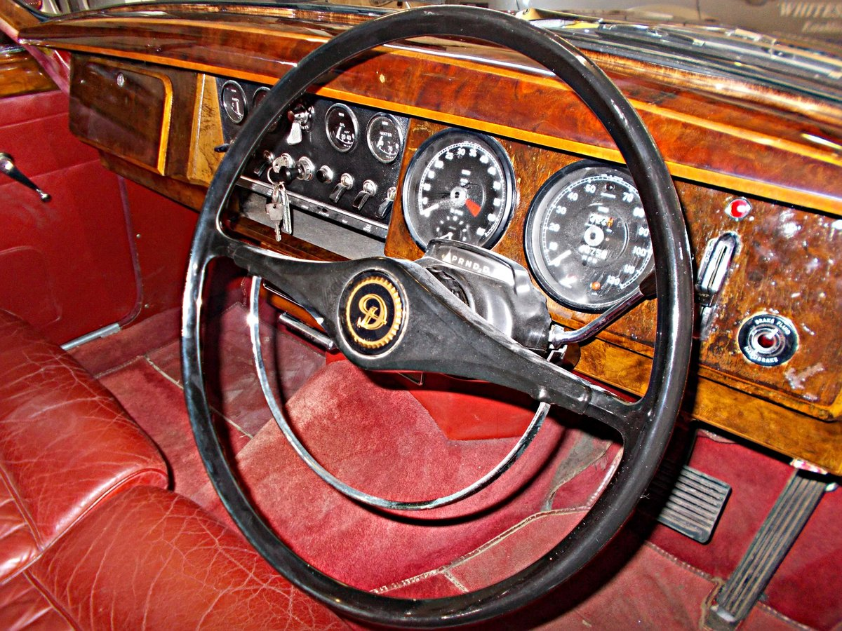 1964 Daimler V8 250 Saloon. Genuine low mileage car with FSH For Sale (picture 4 of 6)
