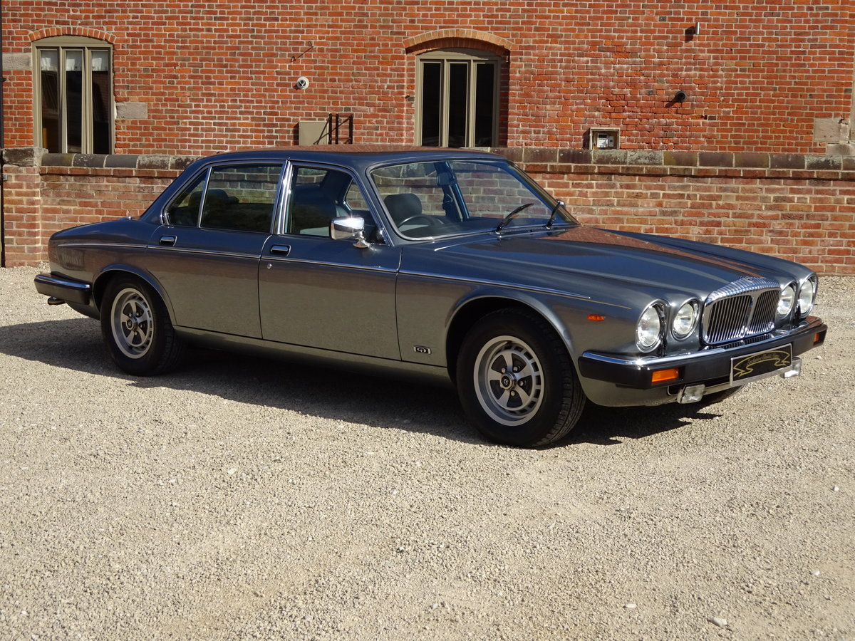 DAIMLER DOUBLE SIX 5.3 V12 1993  31,000  MILES 1 OWNER   For Sale (picture 1 of 6)
