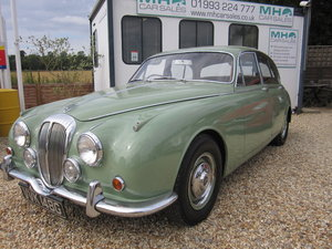 1968 DAIMLER 250 V8 AUTO SALOON - WILLOW GREEN