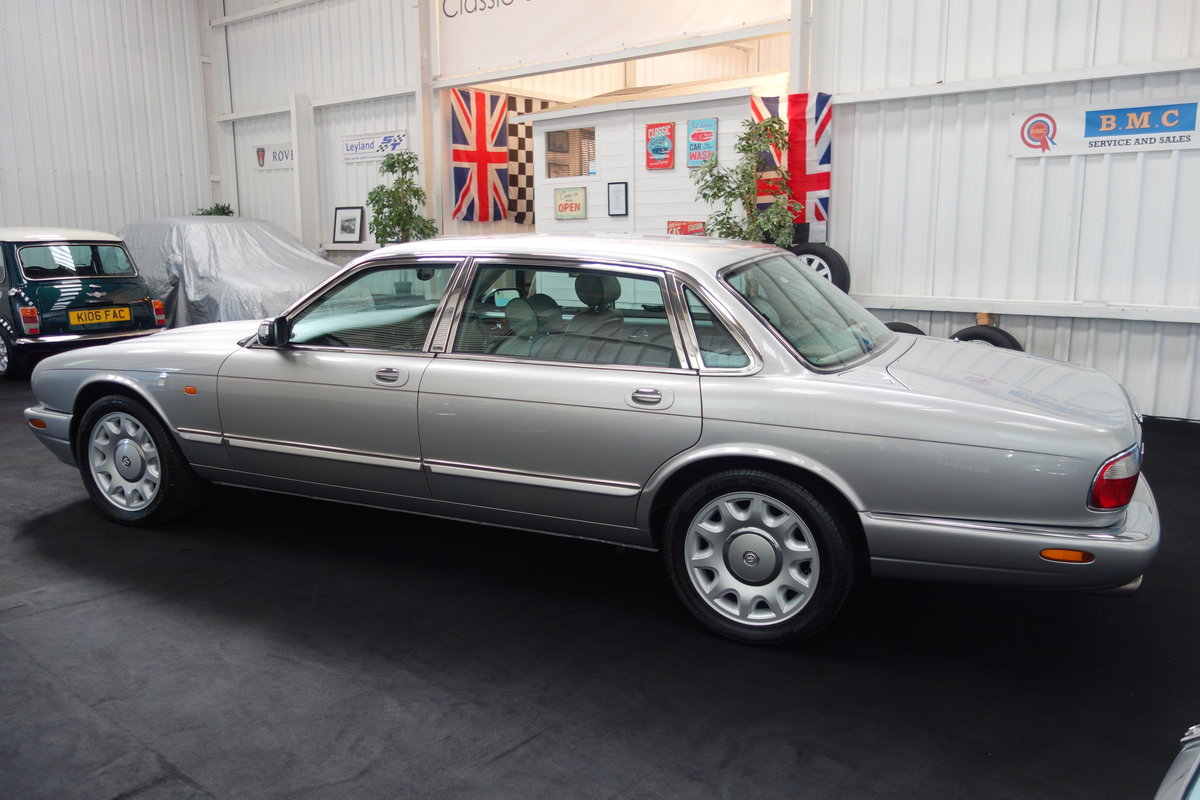 1997 Daimler Super V8 53'000 miles and beautiful condition For Sale (picture 3 of 6)