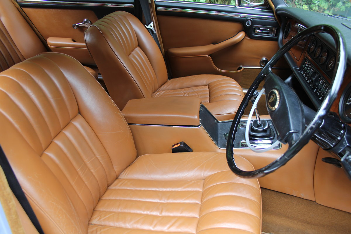 1973 Daimler Sovereign 2.8 Series I MOD - 11,000 miles from new! SOLD (picture 9 of 21)