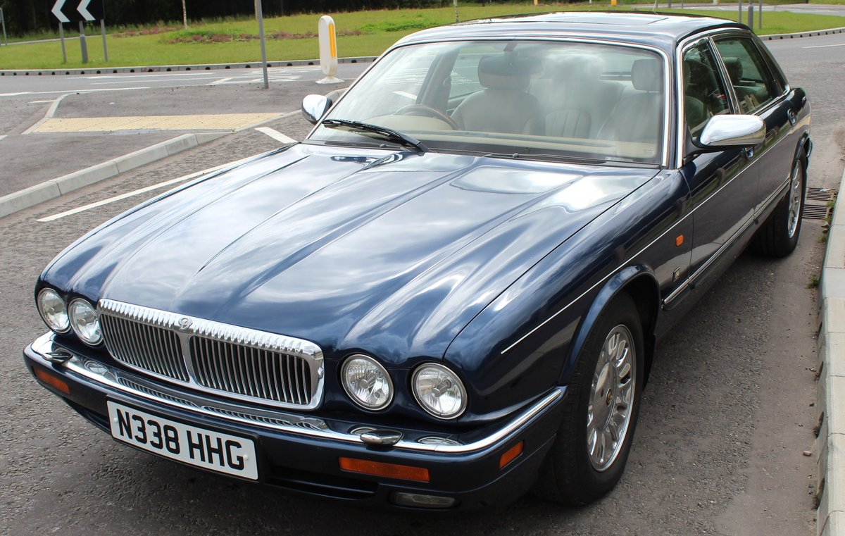 1996 Daimler Century 4.0 Litre Limousine One of 100 For Sale (picture 2 of 6)