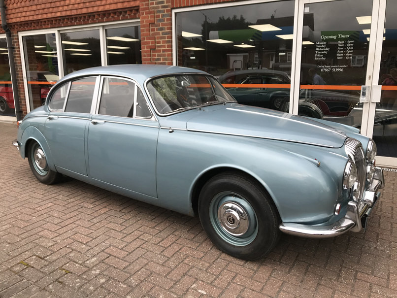 1968 DAIMLER V8 250 SALOON (2 owners & just 33,000 miles) For Sale (picture 1 of 6)