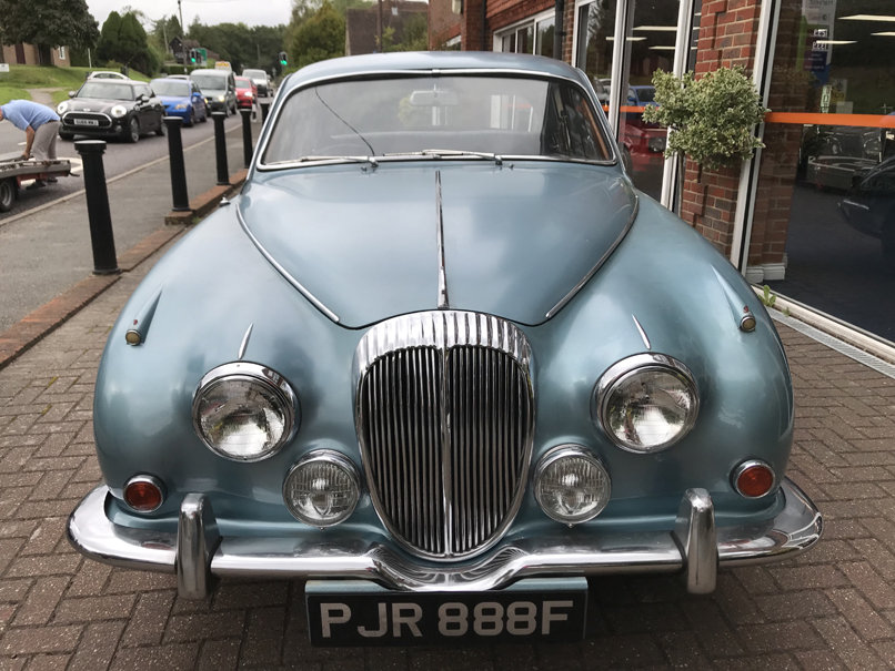 1968 DAIMLER V8 250 SALOON (2 owners & just 33,000 miles) For Sale (picture 2 of 6)