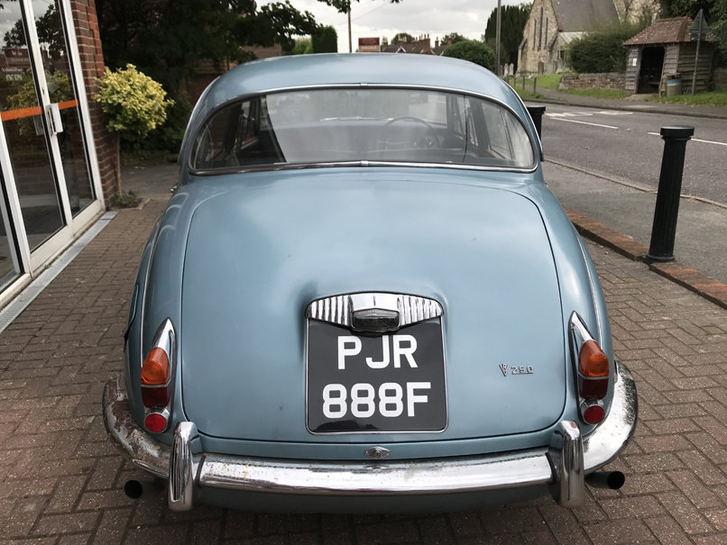 1968 DAIMLER V8 250 SALOON (2 owners & just 33,000 miles) For Sale (picture 3 of 6)