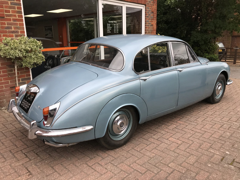 1968 DAIMLER V8 250 SALOON (2 owners & just 33,000 miles) For Sale (picture 4 of 6)