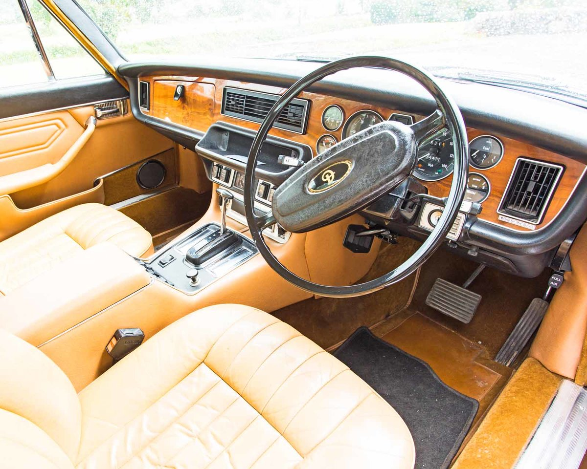 1977 Daimler Sovreign 4.2 LWB Auto.   DEPOSIT TAKEN SOLD (picture 2 of 4)