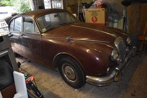 LOT 32: A 1965 Daimler 250 V8 - 03/11/19