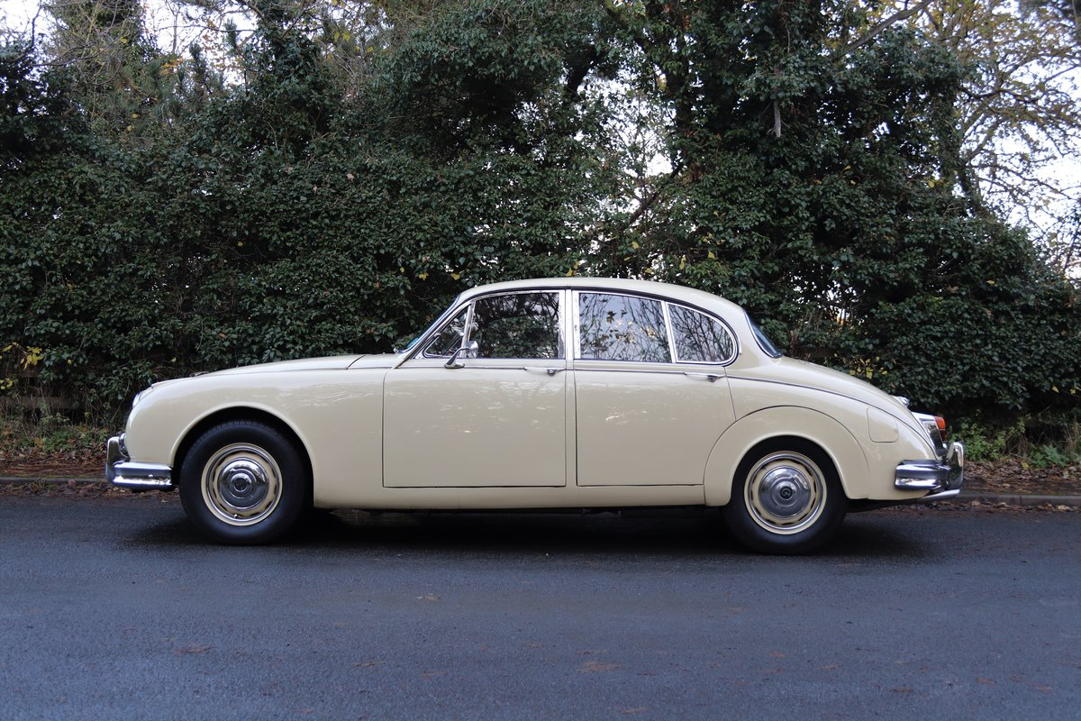 1965 Daimler 250 V8 Saloon For Sale (picture 7 of 18)