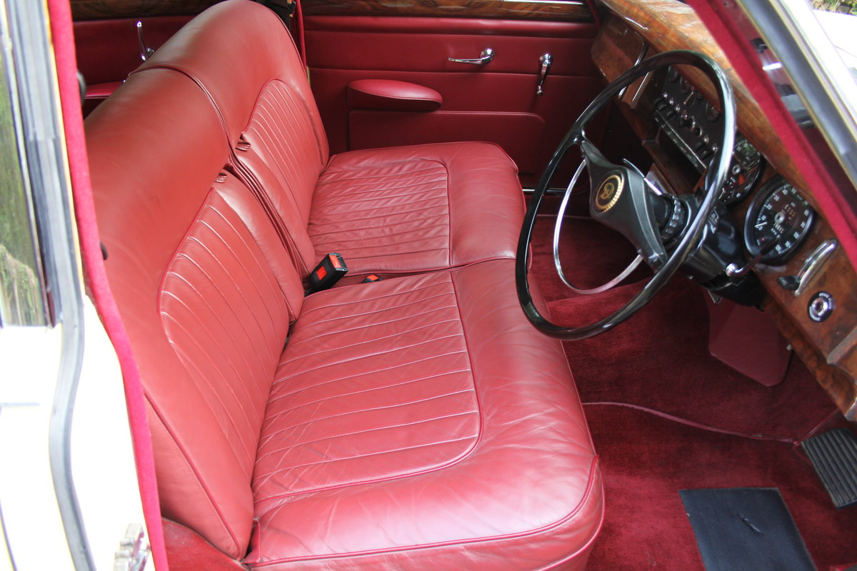 1965 Daimler 250 V8 Saloon For Sale (picture 9 of 18)