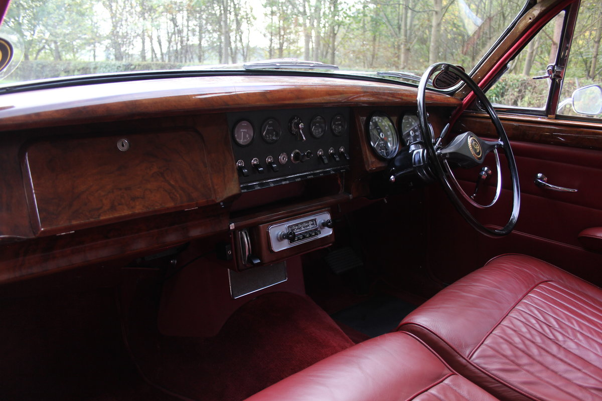 1965 Daimler 250 V8 Saloon For Sale (picture 11 of 18)