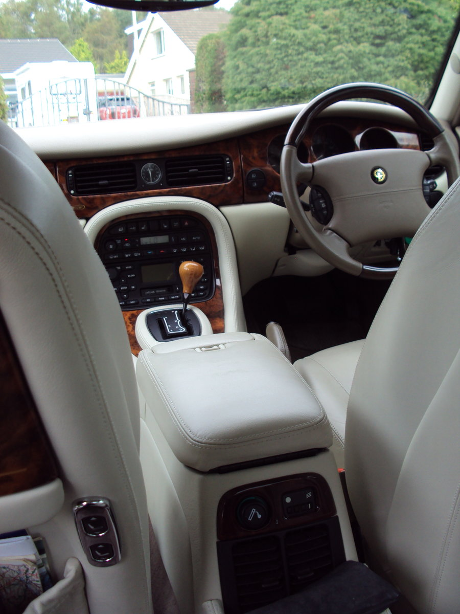 2001 Immaculate Platinum Cream Leathered LWB. For Sale (picture 3 of 6)