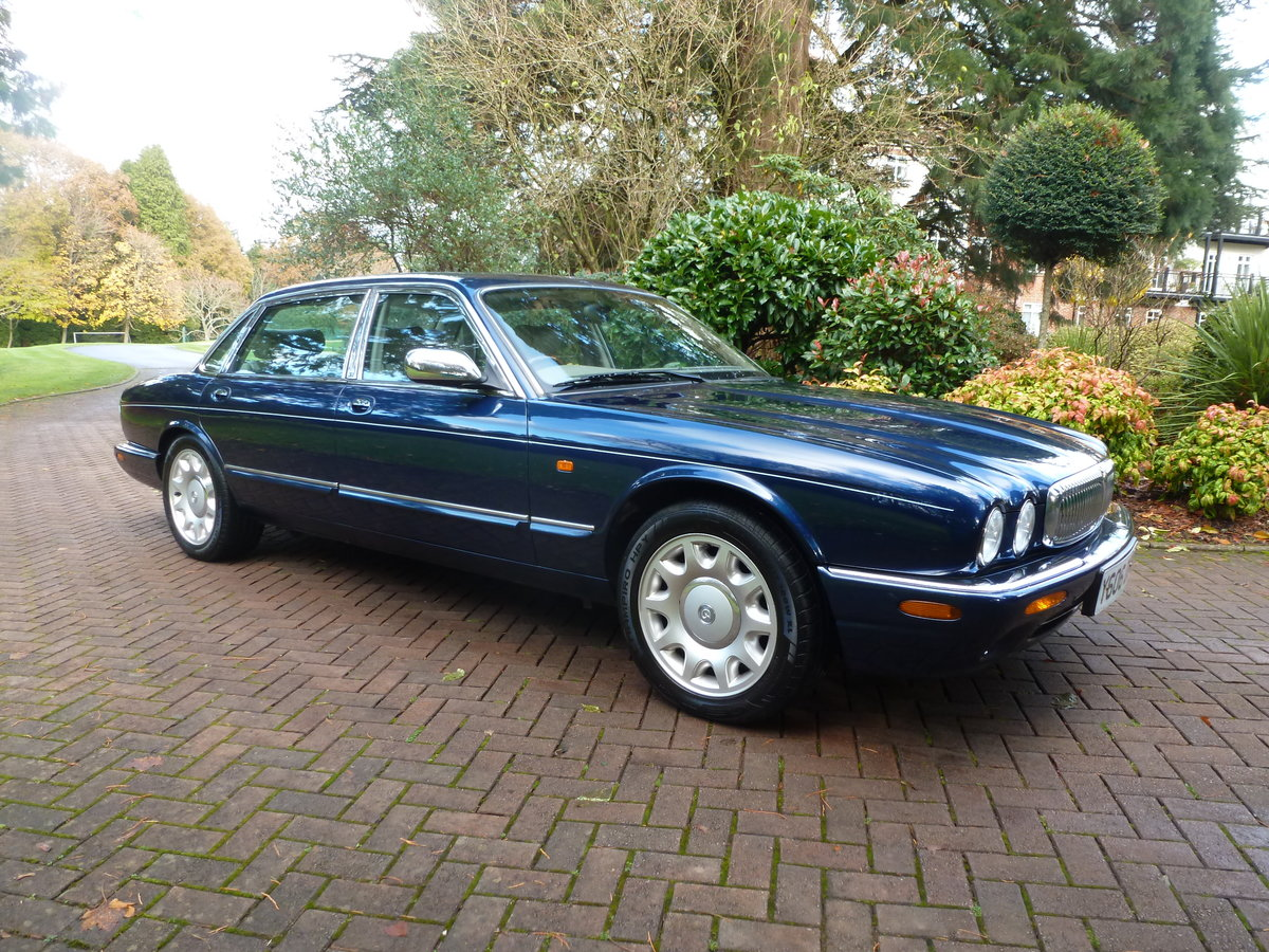 2001 Rare LWB Supercharged Daimler V8...UK supplied and only 51k For Sale (picture 1 of 6)