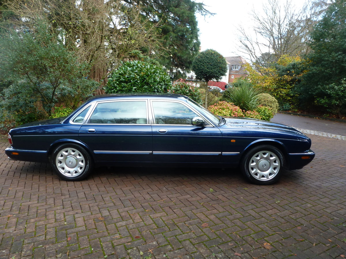 2001 Rare LWB Supercharged Daimler V8...UK supplied and only 51k For Sale (picture 3 of 6)