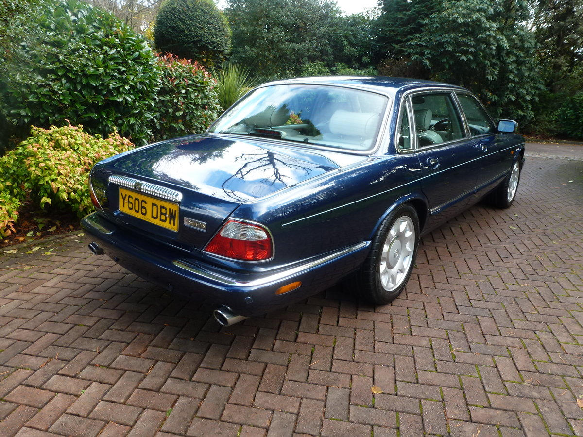 2001 Rare LWB Supercharged Daimler V8...UK supplied and only 51k For Sale (picture 5 of 6)