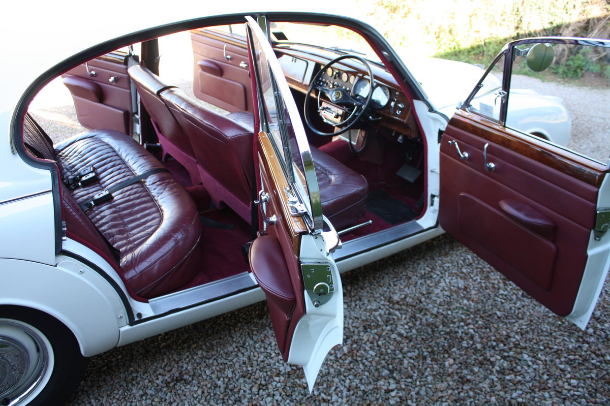 1967 Daimler V8 with low mileage and owners For Sale (picture 3 of 6)
