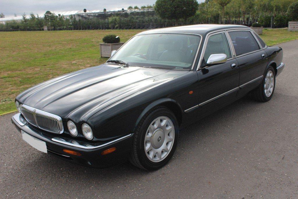 1998 Daimler Super V8 Supercharged LWB For Sale (picture 2 of 5)