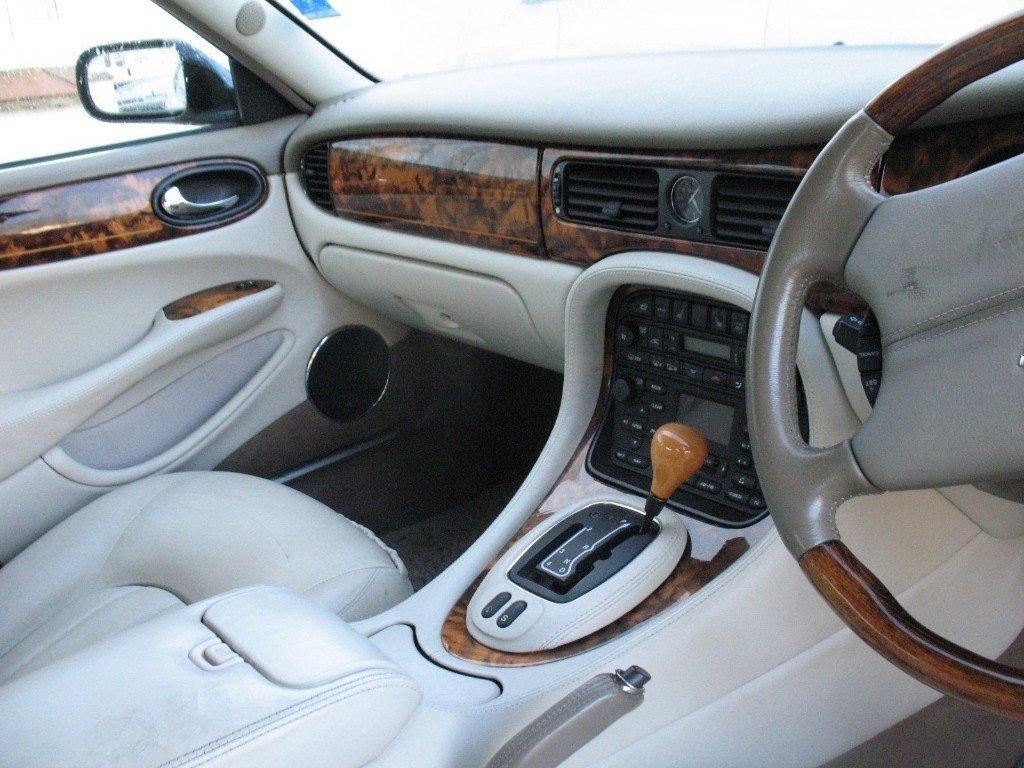 1998 Daimler Super V8 Supercharged LWB For Sale (picture 4 of 5)
