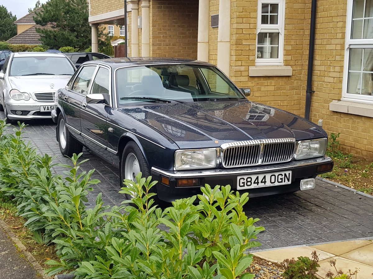 1990 Jaguar daimler xj40 - 4.0 - rust free For Sale (picture 1 of 6)