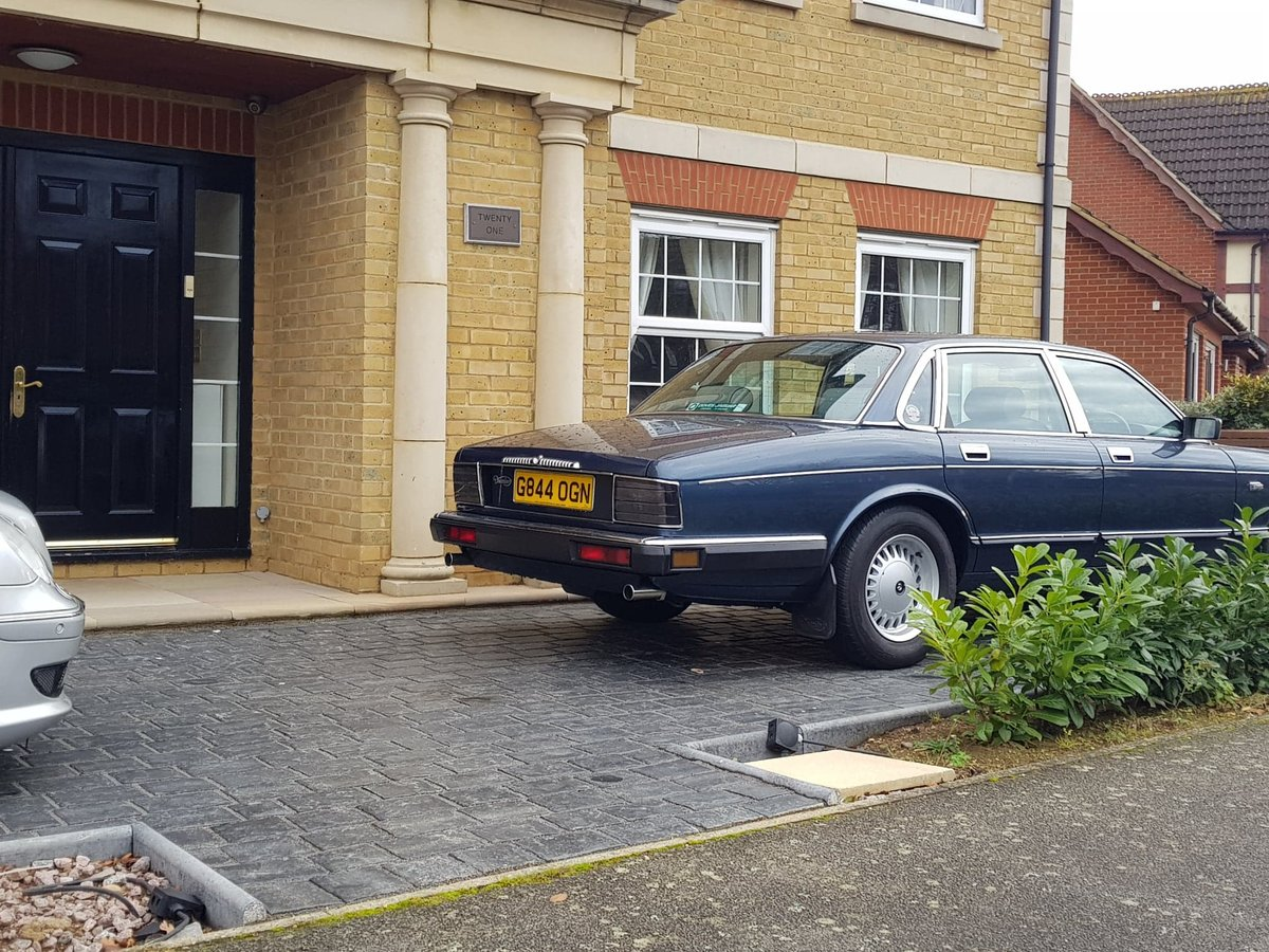 1990 Jaguar daimler xj40 - 4.0 - rust free For Sale (picture 2 of 6)