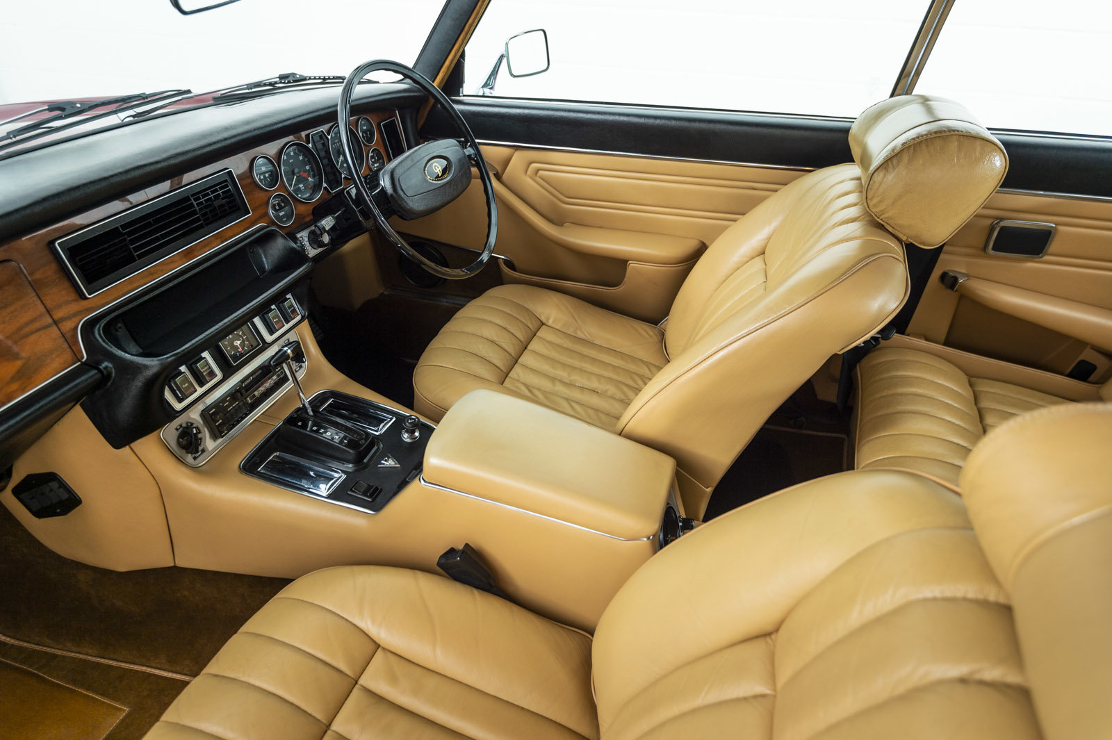 1977 DAMILER DOUBLE SIX COUPE 5.3 V12 - 33,487 mls For Sale (picture 4 of 6)