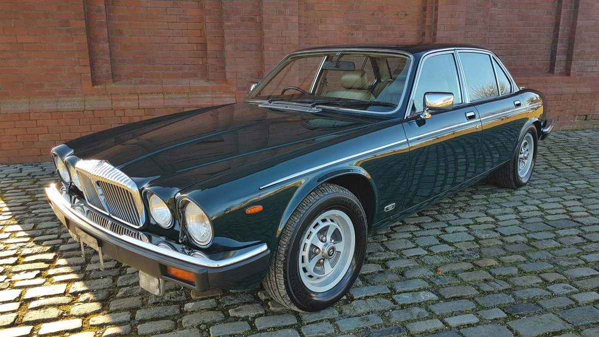 1991 DAIMLER DOUBLE SIX 5.3 SERIES 3 V12 AUTO * ONLY 16000 MILES  For Sale (picture 1 of 6)