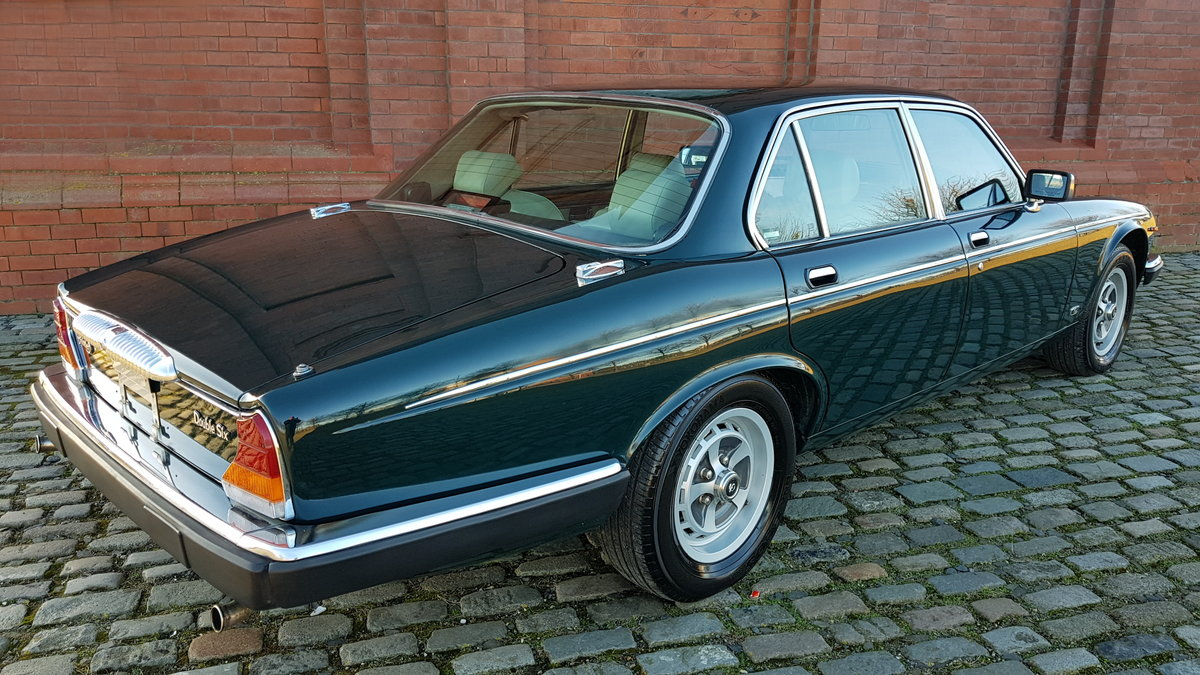 1991 DAIMLER DOUBLE SIX 5.3 SERIES 3 V12 AUTO * ONLY 16000 MILES  For Sale (picture 2 of 6)
