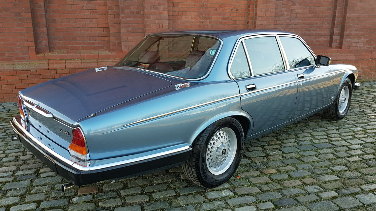 1991 DAIMLER DOUBLE SIX RARE 5.3 V12 SERIES 3 WITH RED LEATHER SOLD (picture 2 of 6)
