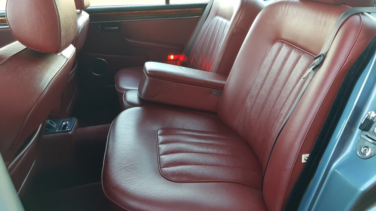 1991 DAIMLER DOUBLE SIX RARE 5.3 V12 SERIES 3 WITH RED LEATHER SOLD (picture 4 of 6)