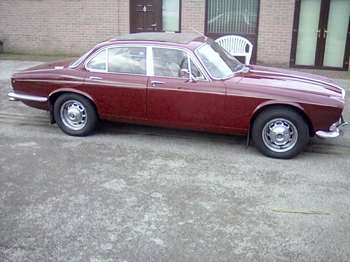 Daimler Sovereign series 1 2.8 auto SOLD (picture 1 of 6)