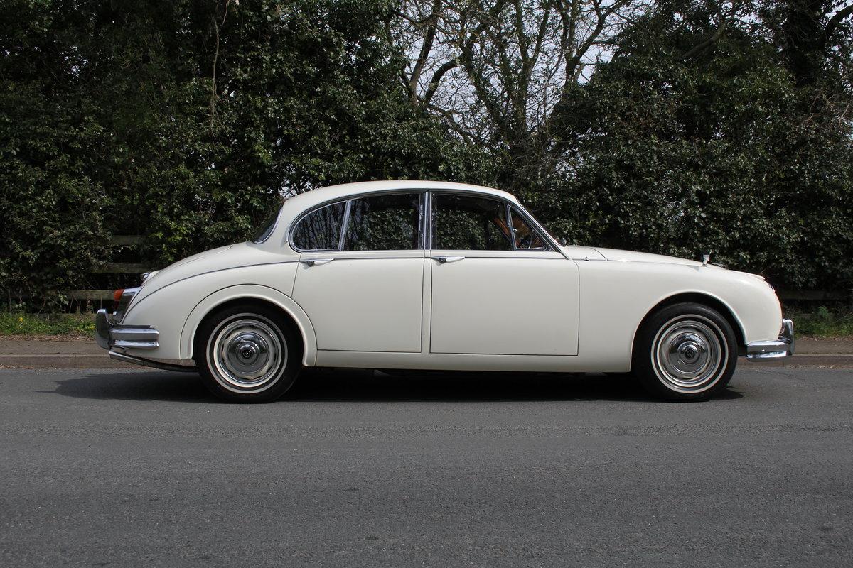 1964 Daimler 250 V8 Saloon, Show Standard, 800 Hour Restoration For Sale (picture 7 of 20)