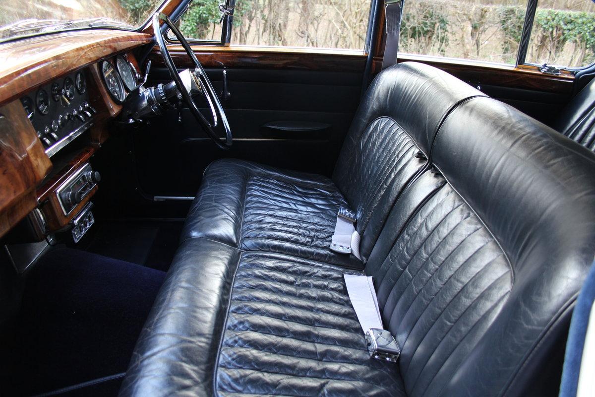 1964 Daimler 250 V8 Saloon, Show Standard, 800 Hour Restoration For Sale (picture 12 of 20)
