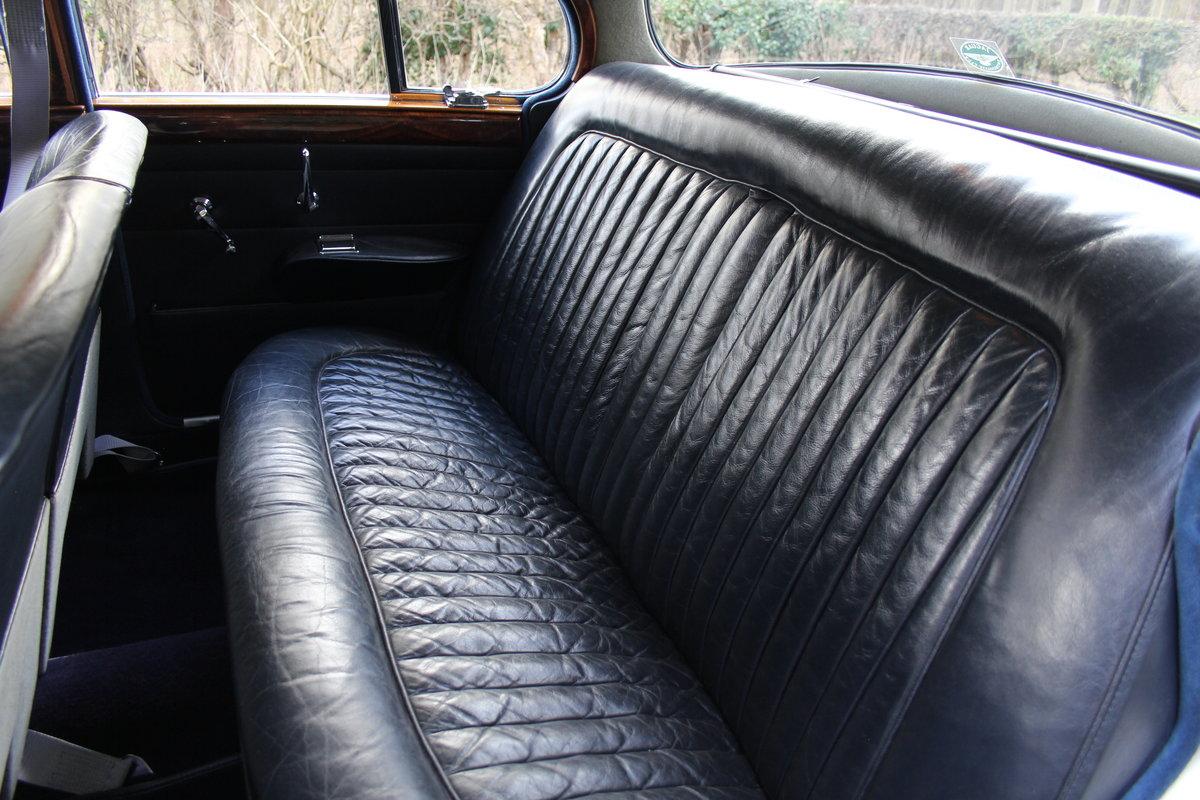 1964 Daimler 250 V8 Saloon, Show Standard, 800 Hour Restoration For Sale (picture 14 of 20)