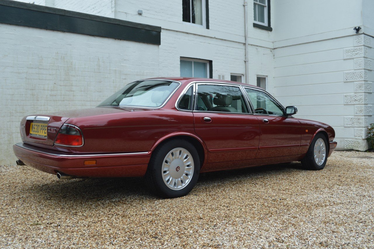 1995 Daimler 4 litre Auto LWB Flamingo Red For Sale (picture 2 of 6)