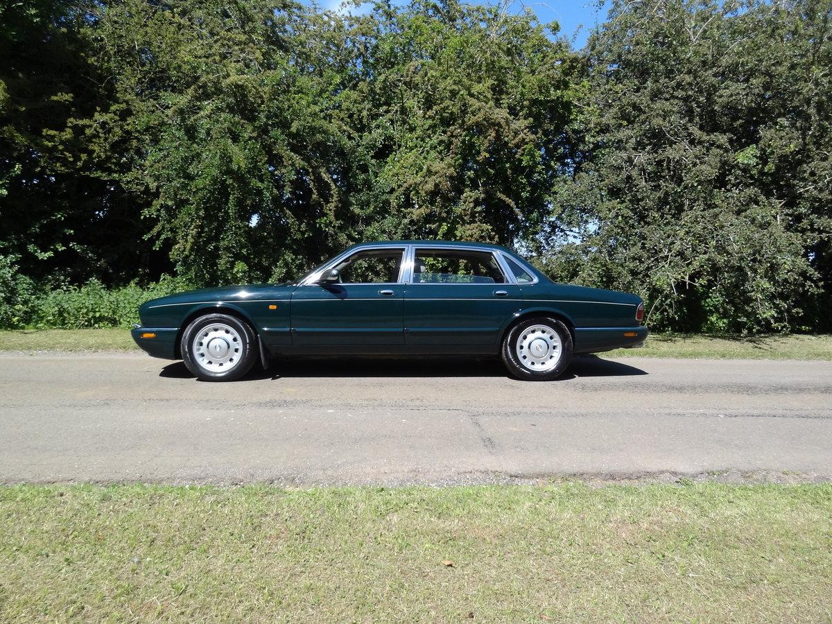 "1997 Daimler 4.0 V8 LWB ""Special Order Vehicle"" For Sale (picture 1 of 6)"