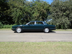 Daimler 4.0 V8 LWB