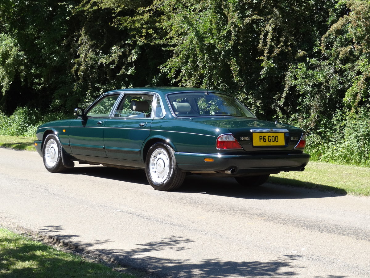 "1997 Daimler 4.0 V8 LWB ""Special Order Vehicle"" For Sale (picture 2 of 6)"