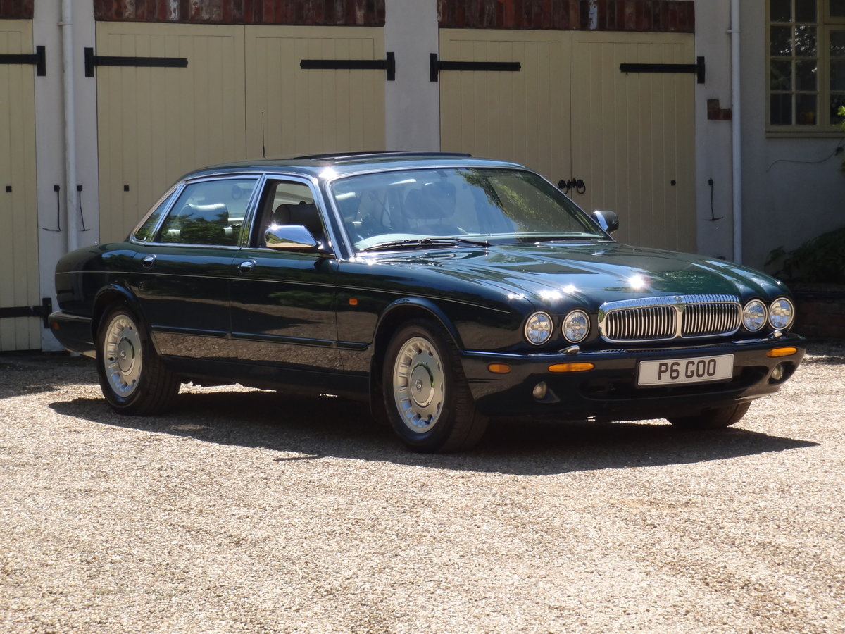 "1997 Daimler 4.0 V8 LWB ""Special Order Vehicle"" For Sale (picture 3 of 6)"