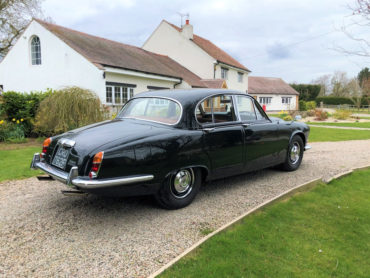 1968 Daimler Sovereign 4.2 Saloon For Sale (picture 3 of 6)