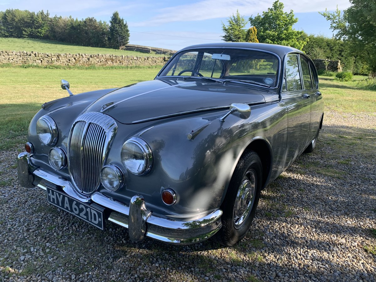 1965 Daimler V8 2.5 Litre Saloon AUTO SOLD (picture 4 of 6)