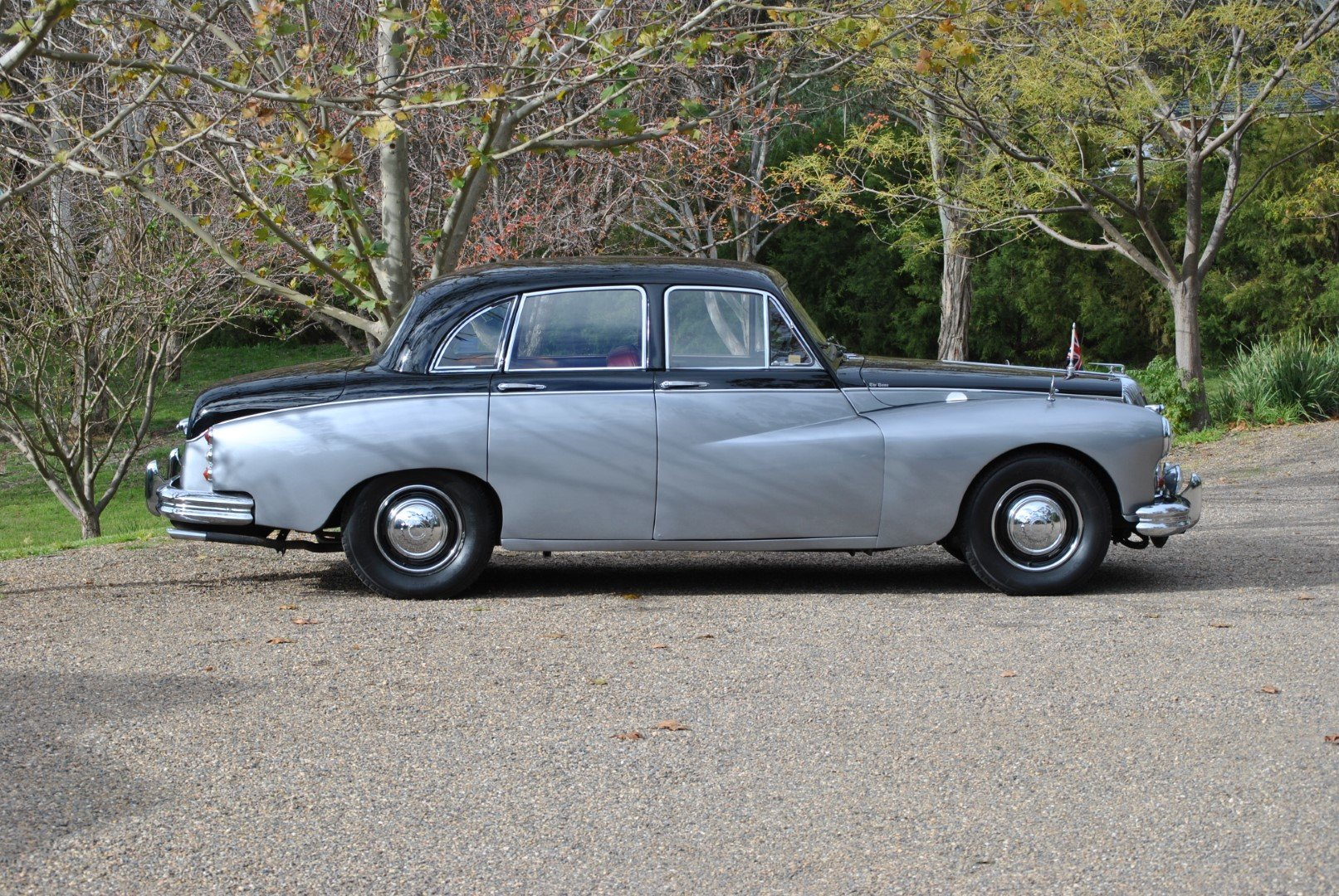 1966 DAIMLER MAJESTIC MAJOR (Ex-Romanian Embassy UK) For Sale by Auction (picture 3 of 6)