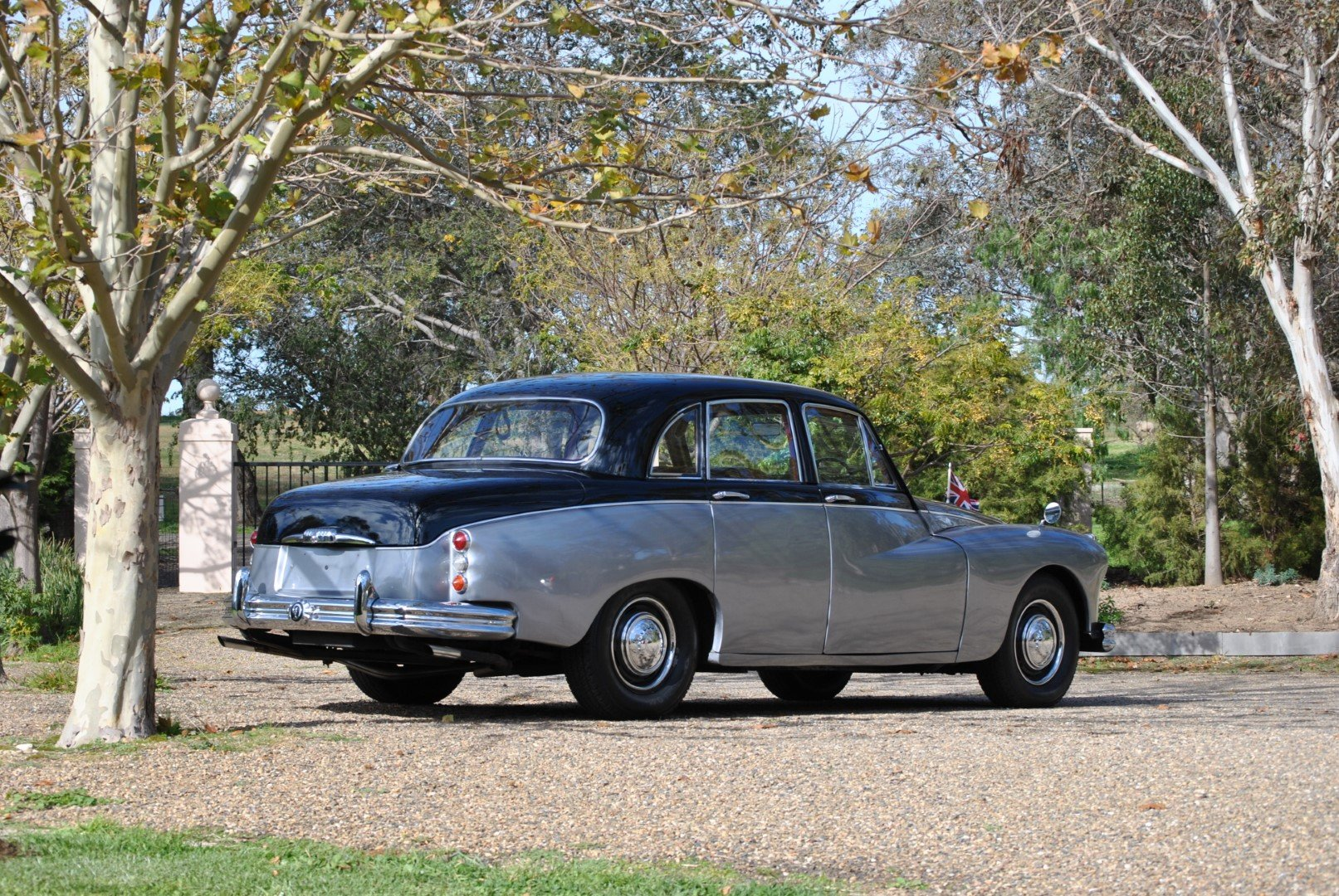 1966 DAIMLER MAJESTIC MAJOR (Ex-Romanian Embassy UK) For Sale by Auction (picture 4 of 6)