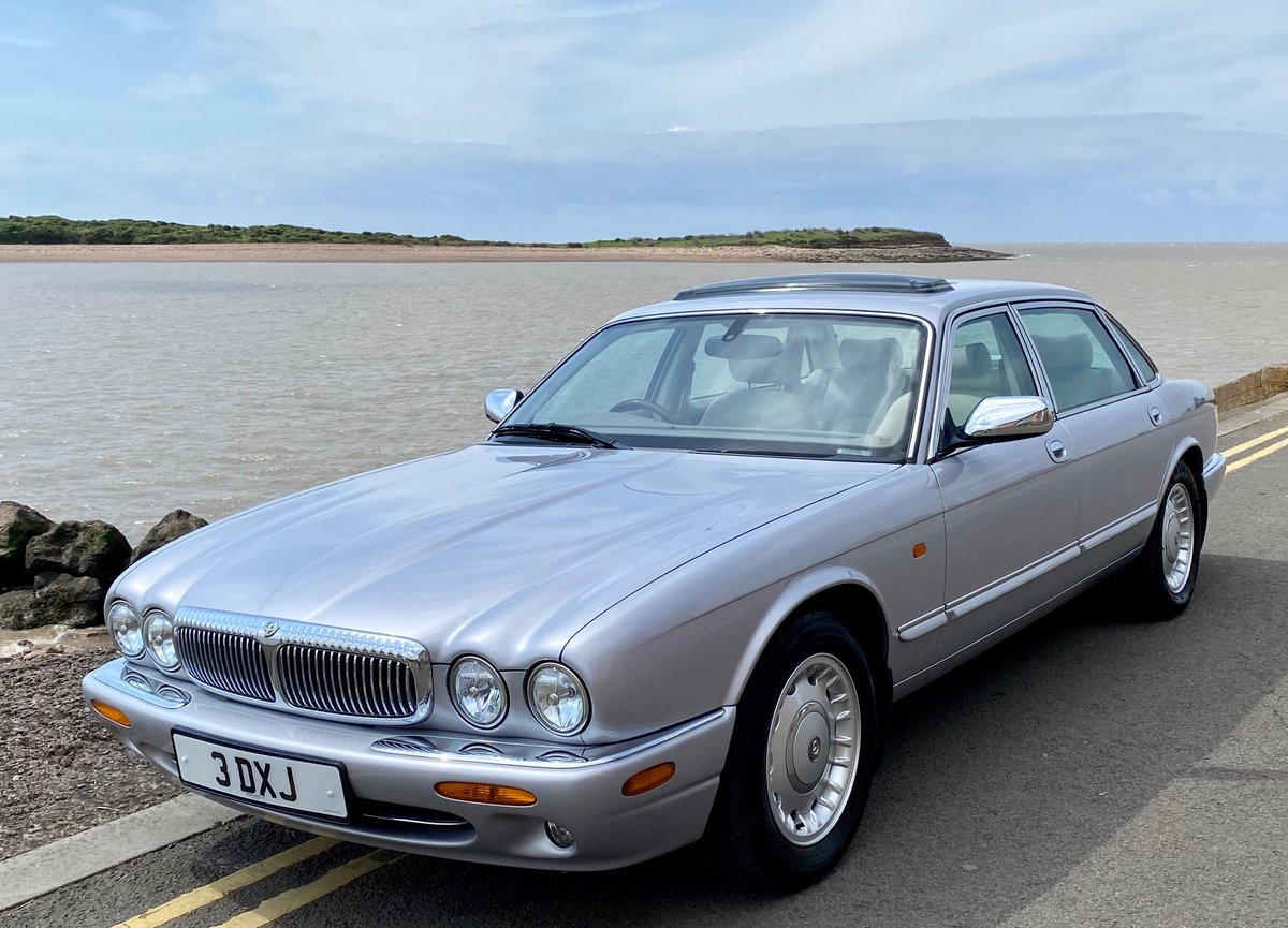 2001 Daimler 4.0 V8 LWB - Immaculate !! For Sale (picture 1 of 6)