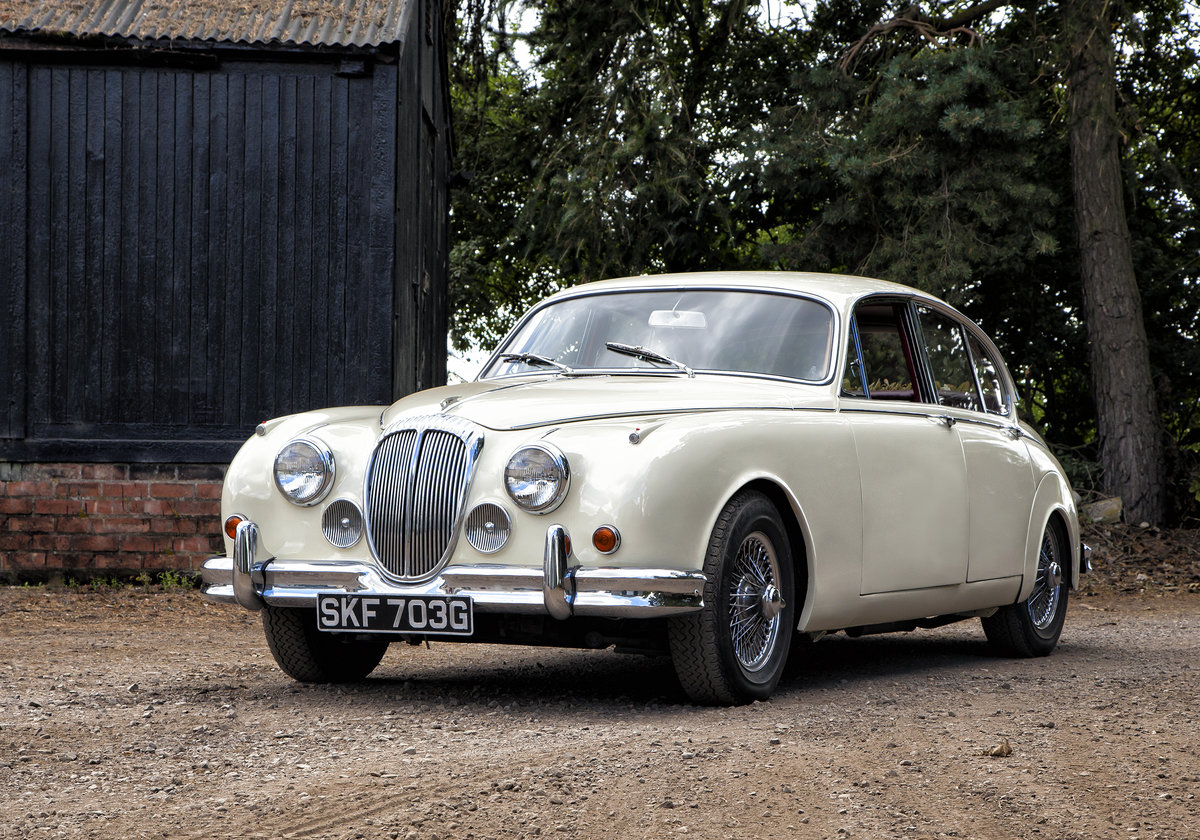 1969 Daimler V8 For Hire (picture 1 of 4)
