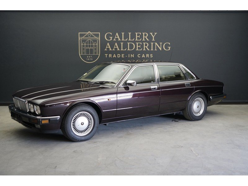 1993 Daimler Double Six 6.0 V12 For Sale (picture 1 of 6)